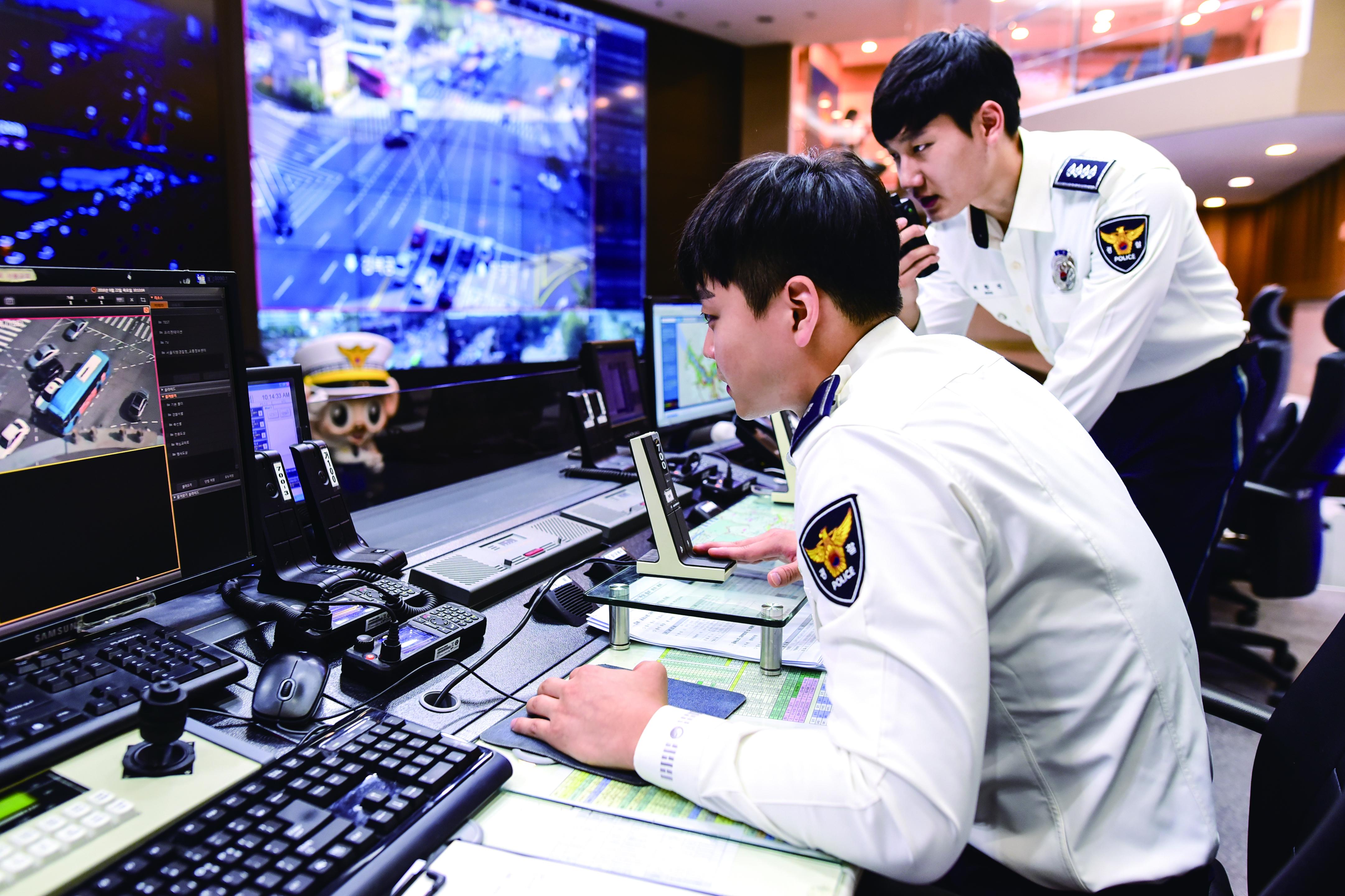 [교통상황실] 경찰서에는 교통 상황을 한눈에 볼 수 있는 교통관제센터가 있습니다.